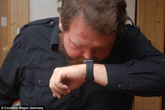 「AppleWatchは必ず両手で操作する必要があるから不便!」そんな不満を解消する画期的な操作方法が話題に