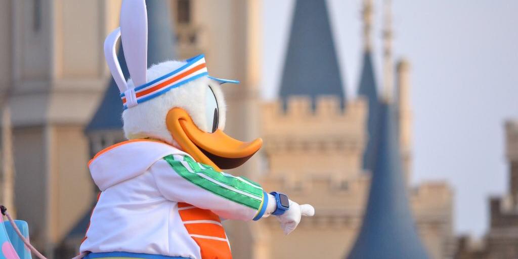 東京ディズニーランドの最新パレード「ヒッピティ・ホッピティ・スプリングタイム」に登場するドナルドがApple Watchを着けていると話題に!