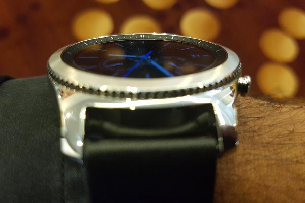 103905622 Gear S3 on my wrist 600x400