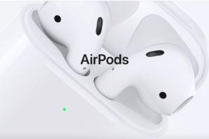 新型AirPods(エアポッズ)が登場!ワイヤレス充電にタップなしのSiriが利用可能!初代にも対応したワイヤレス充電ケースも